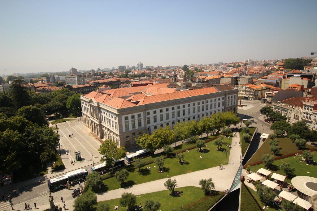 Uitzicht op 'Base' vanaf Torre dos Clerigos