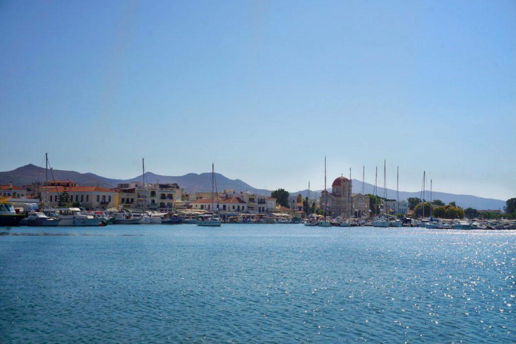 Het griekse eilandje Egina: cultuur en prachtige stranden op een steenworp afstand van Athene